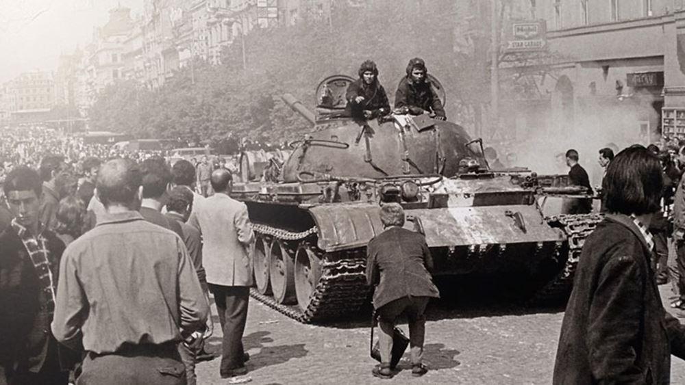 Τσεχία: Διαδήλωση έξω από τη ρωσική πρεσβεία για τα 50 χρόνια από την καταστολή της Άνοιξης της Πράγας