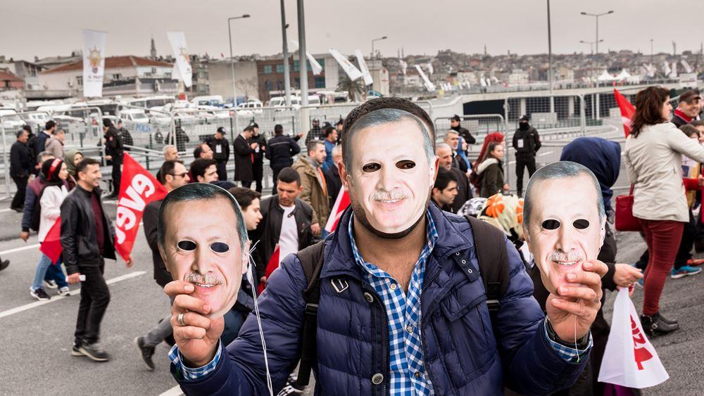 """Οι δημοσκοπήσεις μιλούν: Οι πλειονότητα των Τουρκων πιστεύει ότι το κόμμα του Ερντογάν """"πέφτει"""" το 2023"""