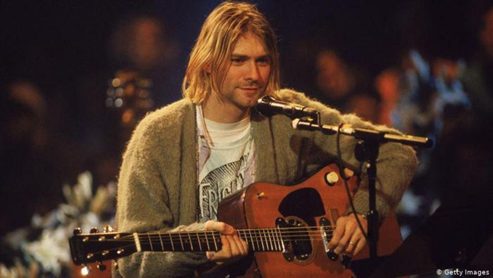 ΗΠΑ: Προς 6 εκατ. δολάρια πουλήθηκε η κιθάρα του Κερτ Κομπέιν