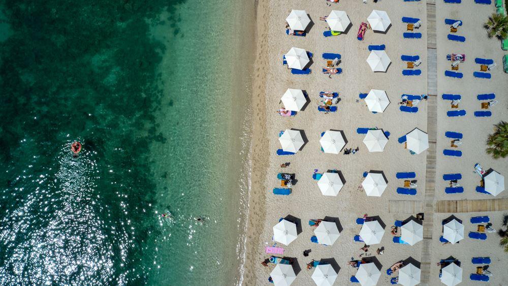 HSBC: 'Πάμε παραλία!' - Η ανάκαμψη του τουρισμού στην Ελλάδα θα εκτοξεύσει το ΑΕΠ το 2021-2022