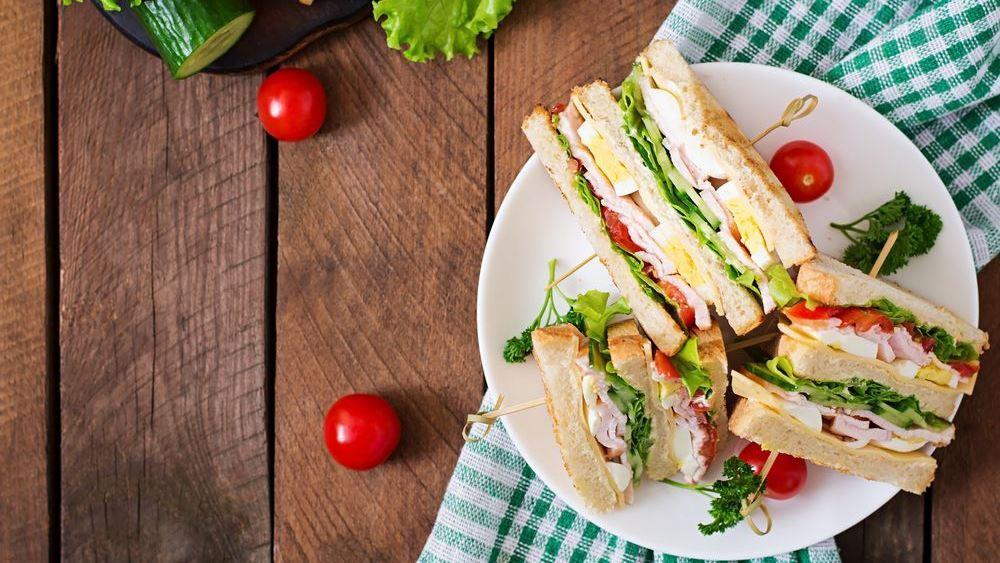Βαρεθήκατε το απλό τοστ; Δείτε πώς θα απογειώσετε ένα σάντουιτς!