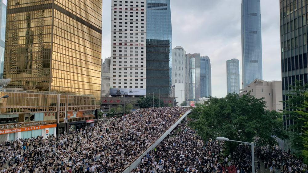 Ειρηνική διαδήλωση δεκάδων χιλιάδων στους δρόμους του Χονγκ Κονγκ