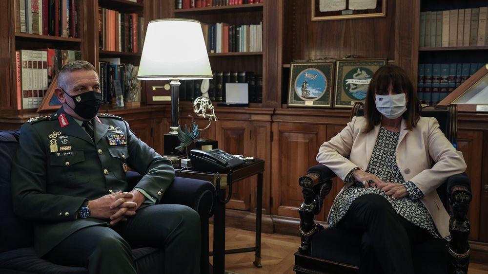 Συνάντηση της Προέδρου της Δημοκρατίας με τον Αρχηγό ΓΕΕΘΑ