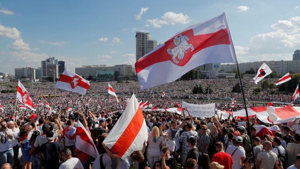 Λευκορωσία: Δεκάδες χιλιάδες διαδηλώνουν στο Μινσκ κατά της επανεκλογής του Λουκασένκο