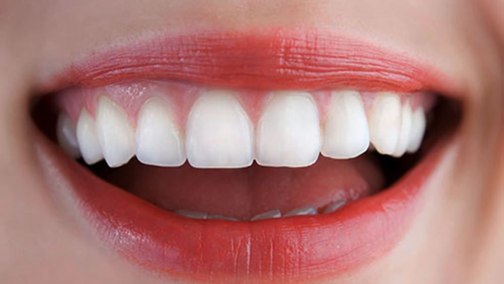 Λευκότερα δόντια με τη βοήθεια της κοσμητικής