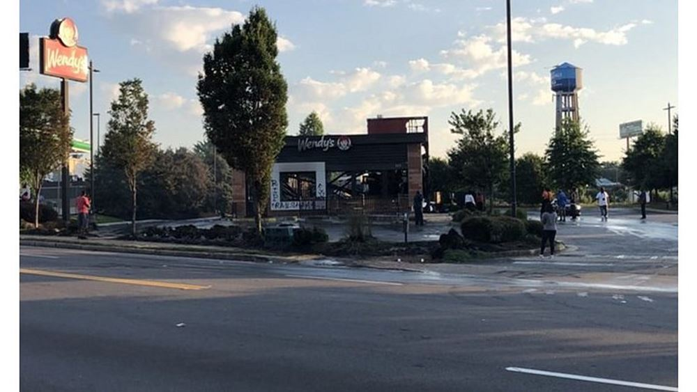 ΗΠΑ: Ταυτοποιήθηκε η γυναίκα που φέρεται να πυρπόλησε το εστιατόριο Wendy's στην Ατλάντα