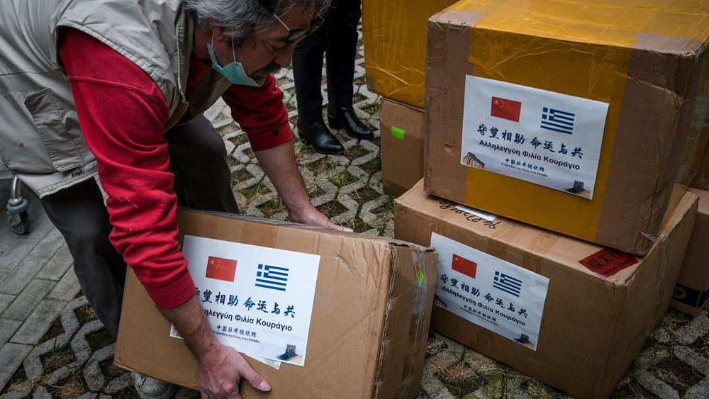 Τη δωρεά 20.000 προστατευτικών μασκών από την Κίνα παρέλαβε το υπουργείο Μετανάστευσης και Ασύλου