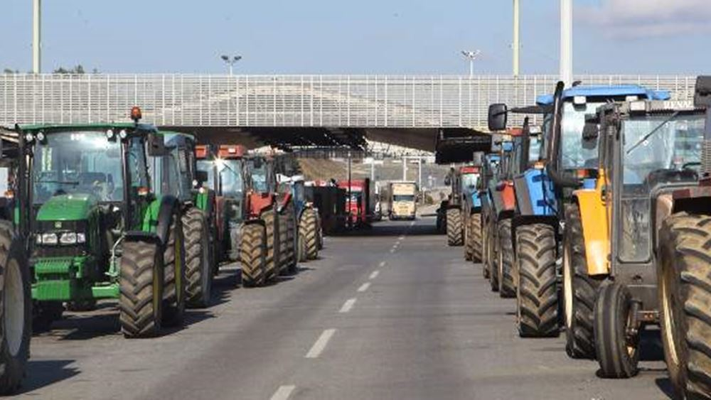 Διαμαρτυρία για τη συμφωνία των Πρεσπών στο τελωνείο Ευζώνων - Μετ΄εμποδίων η κυκλοφορία των οχημάτων