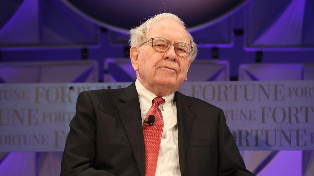 """""""Επίθεση αγάπης"""" από τον Buffett στην Apple, αγόρασε 75 εκατ. μετοχές της"""