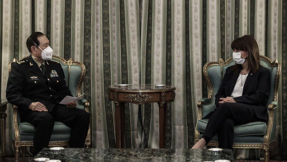 Οι άριστες σχέσεις Ελλάδας-Κίνας στο επίκεντρο της συνάντησης Σακελλαροπούλου με τον ΥΠΕΘΑ της Κίνας