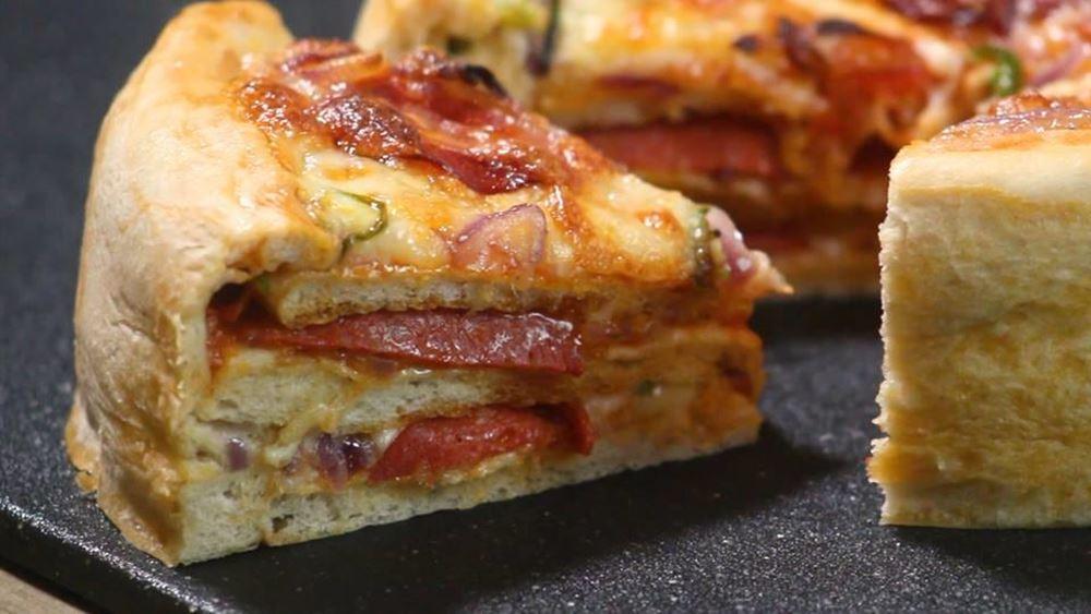 Φτιάξτε στο σπίτι το εύκολο (και όσο νόστιμο φαντάζεστε)… κέικ πίτσας