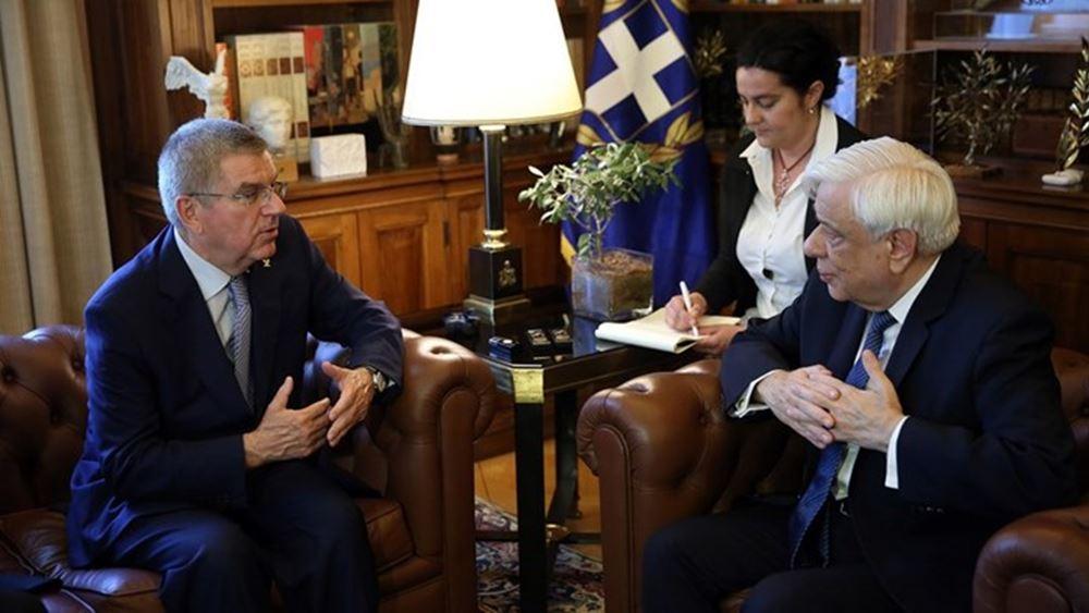 Π. Παυλόπουλος: Απένειμε στον πρόεδρο της ΔΟΕ το παράσημο του Μεγαλόσταυρου του Τάγματος του Φοίνικος