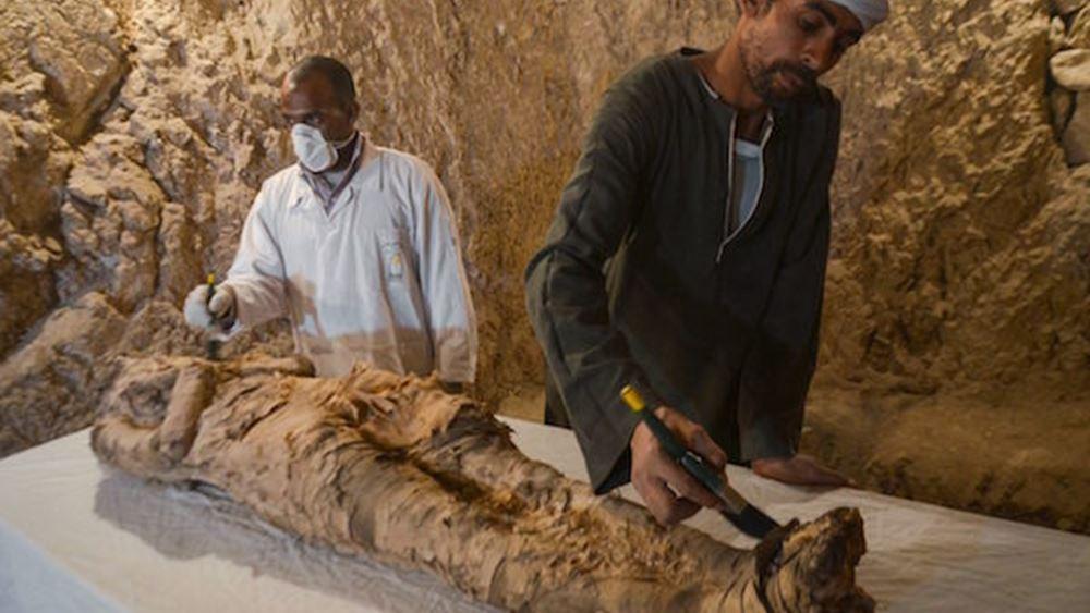 Αίγυπτος: Αρχαιολόγοι ανακάλυψαν μια μούμια σε ανεξερεύνητο τάφο στο Λούξορ