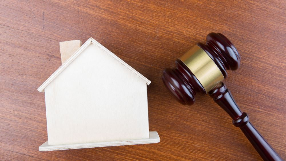 """Στο """"σφυρί"""" η α' κατοικία συνταξιούχου για χρέος 15.000 ευρώ"""