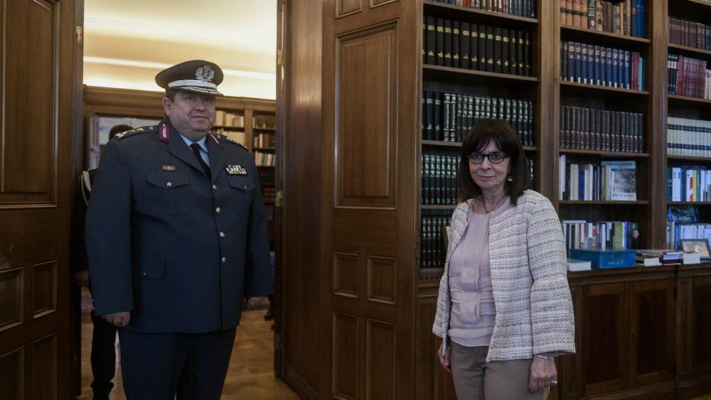 ΠτΔ: Ευχαρίστησε τον αρχηγό της Ελληνικής Αστυνομίας για τη συμβολή της ΕΛΑΣ στην αντιμετώπιση της πανδημίας