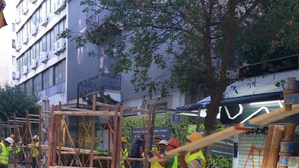 Κατέρρευσε μέρος κτηρίου επί της Αιόλου στο κέντρο της Αθήνας