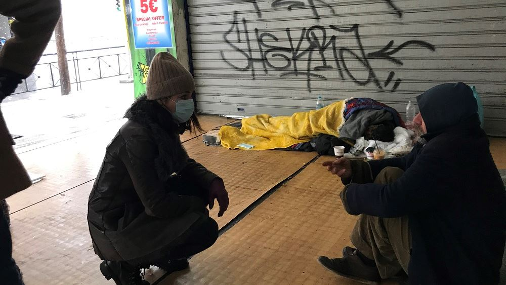 Τρόφιμα και sleeping bags σε αστέγους μοίρασαν Δ. Μιχαηλίδου, Γ. Σταμάτης και «Γιατροί του Κόσμου»