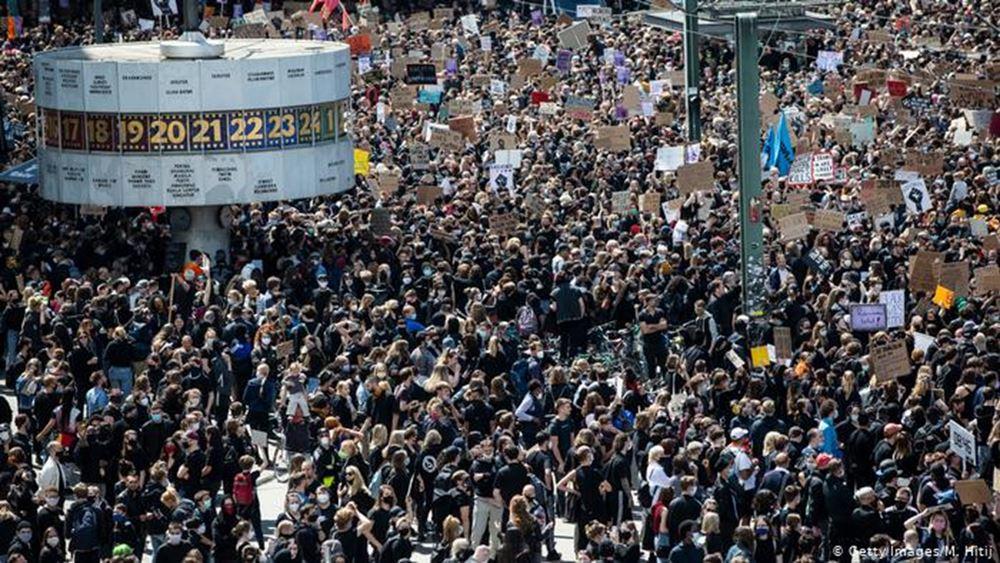 Γερμανία: Δεκάδες χιλιάδες διαδηλώνουν κατά του ρατσισμού
