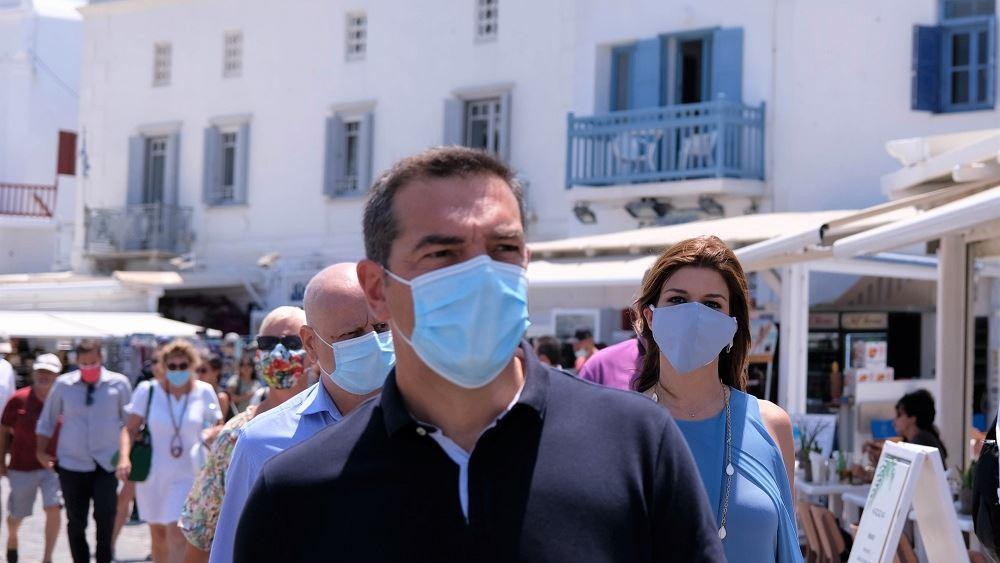 """Τσίπρας: """"Επιθετική καμπάνια"""" υπέρ διακοπών στα ελληνικά νησιά ζητά από τη Μύκονο"""