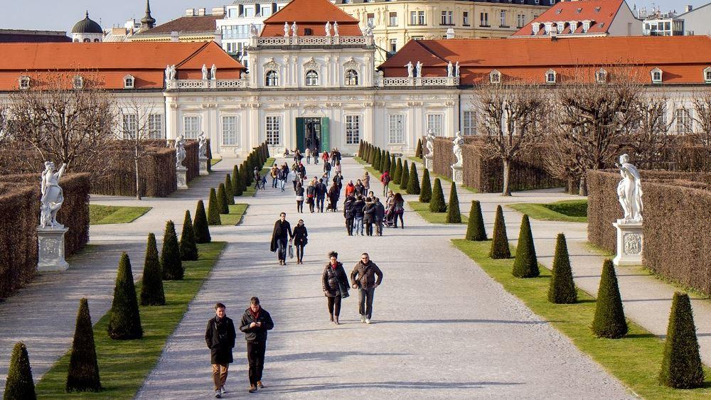 Τις 10.000 ξεπέρασαν τα επιβεβαιωμένα κρούσματα κορονοϊού στην Αυστρία