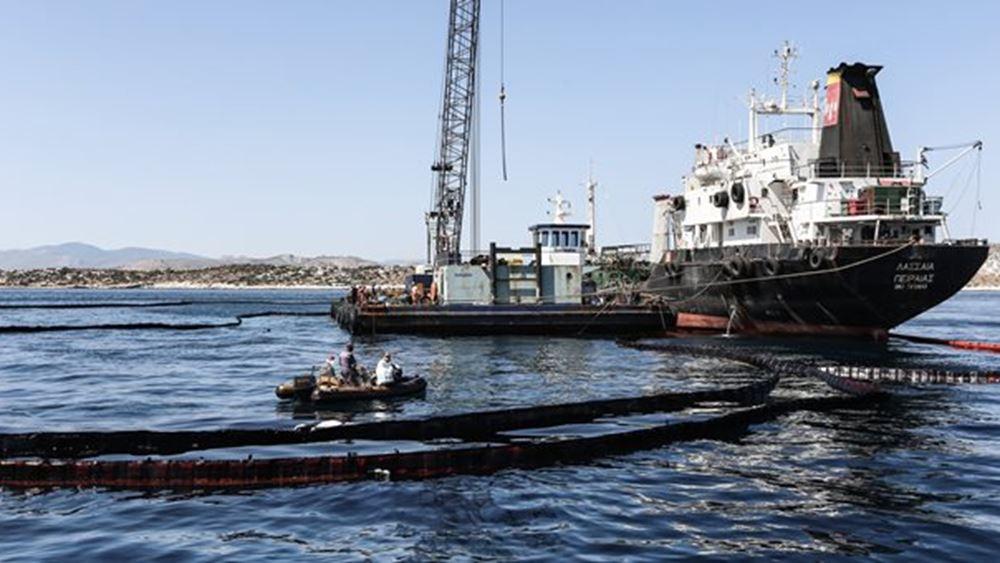 Προσάραξη παροπλισμένου πλοίου στην Κυνοσούρα Σαλαμίνας