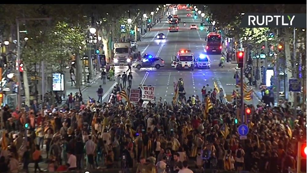 Καταλονία: Aποχώρησαν από τη Βουλή το Λαϊκό, το Σοσιαλιστικό και το κόμμα των Πολιτών