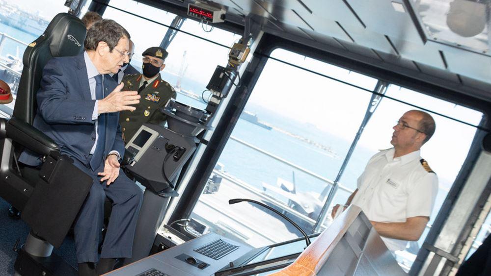 """Κύπρος: Το αεροπλανοφόρο  """"Queen Elizabeth I"""" επισκέφθηκε ο πρόεδρος Αναστασιάδης"""