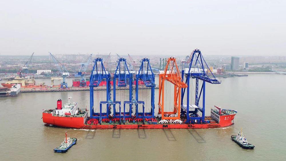 Άλλες τέσσερις νέες γερανογέφυρες φορτοεκφόρτωσης πλοίων Super Post Panamax καταφθάνουν τον Ιούλιο