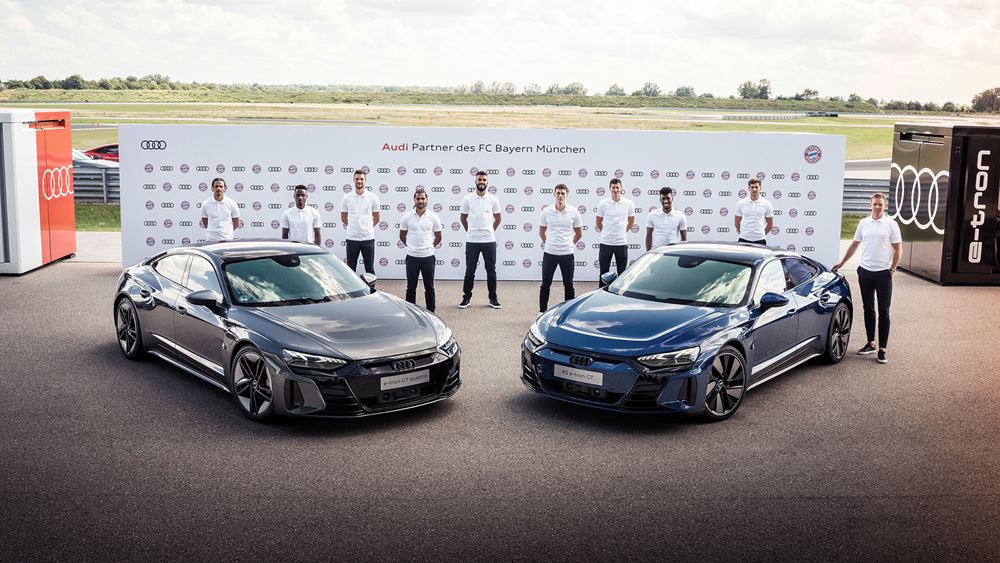 Οι ποδοσφαιριστές της FC Bayern οδηγούν Audi e-tron GT