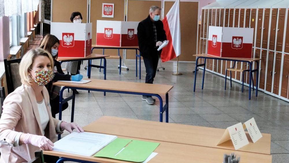 Πολωνία: Στο 24,08% η συμμετοχή των ψηφοφόρων στις προεδρικές εκλογές, μετά από πέντε ώρες ψηφοφορίας