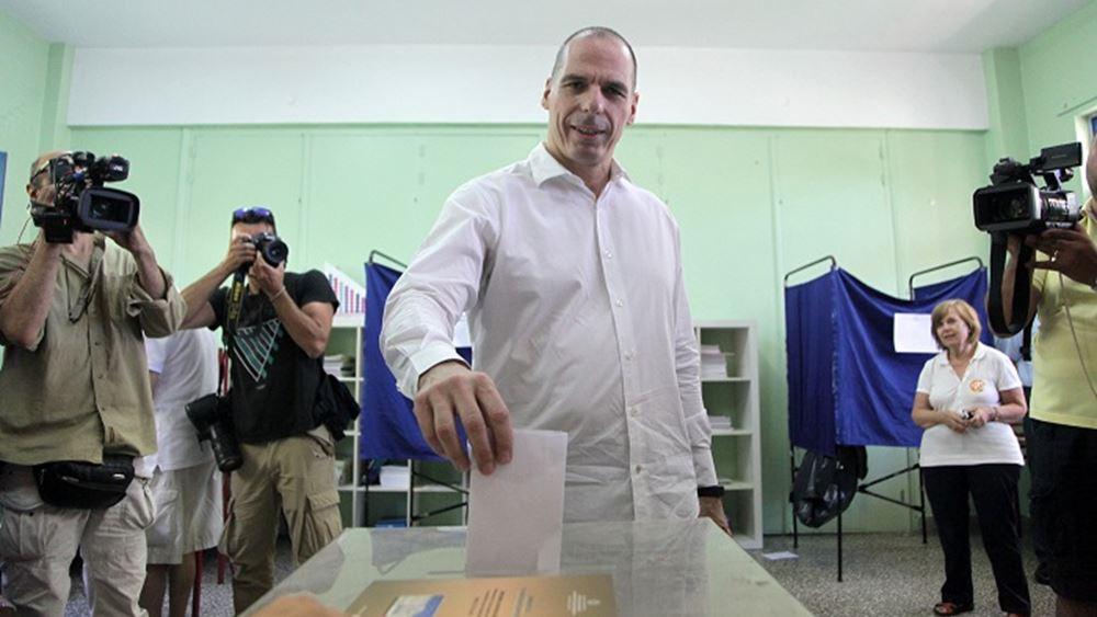 Στο Παλαιό Φάληρο ψήφισε ο Γ. Βαρουφάκης