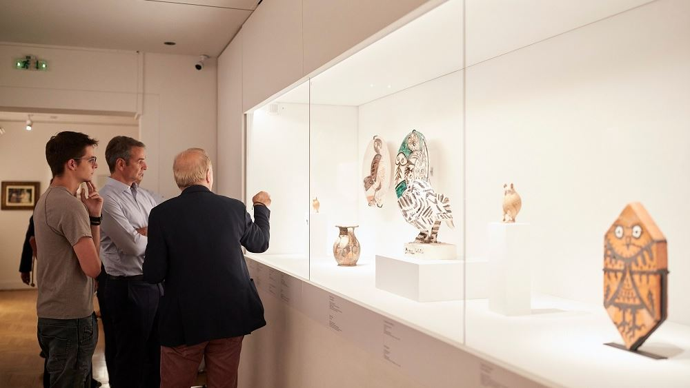 Το Μουσείο Κυκλαδικής Τέχνης επισκέφθηκε ο Κ. Μητσοτάκης μαζί με τον γιο του