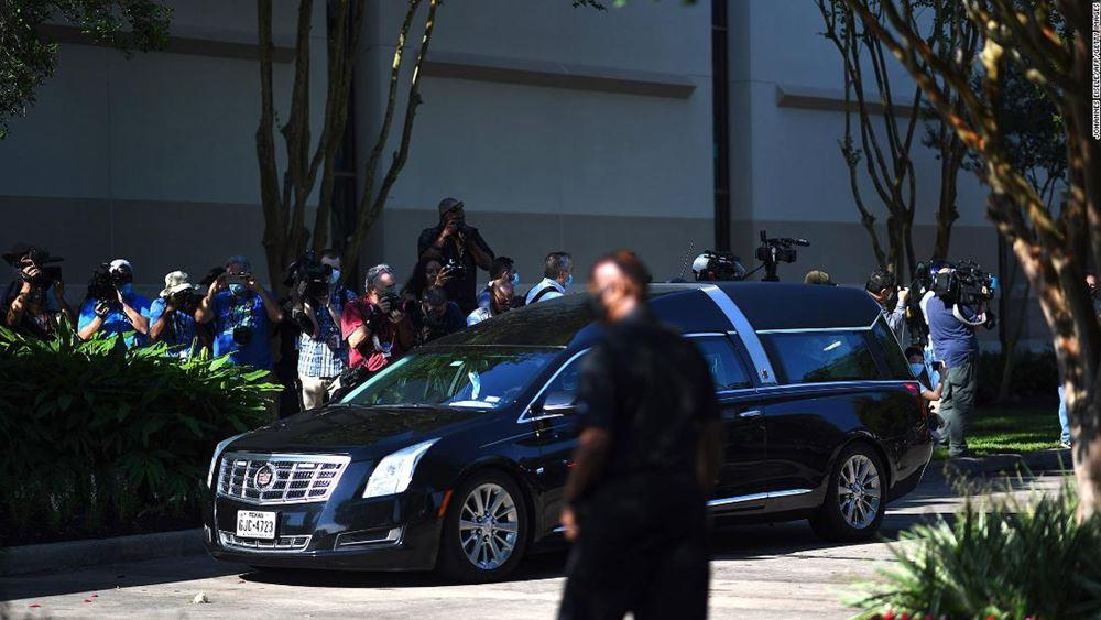 ΗΠΑ: Χιλιάδες άνθρωποι απέτισαν φόρο τιμής στον Τζορτζ Φλόιντ στο Χιούστον