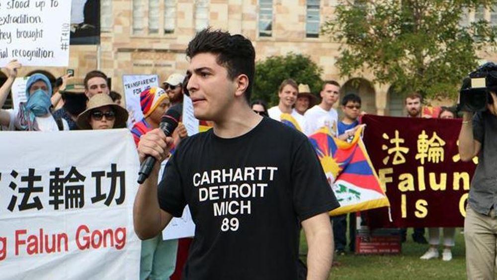 Με έναν... Ελληνοαυστραλό φοιτητή τα έβαλε το κινεζικό υπουργείο Εξωτερικών