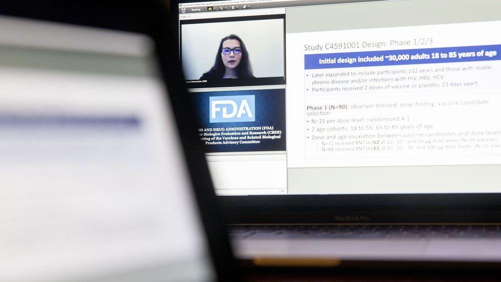 """Γιατί τέσσερις εμπειρογνώμονες της FDA ψήφισαν """"όχι"""" στην έγκριση του εμβολίου της Pfizer"""