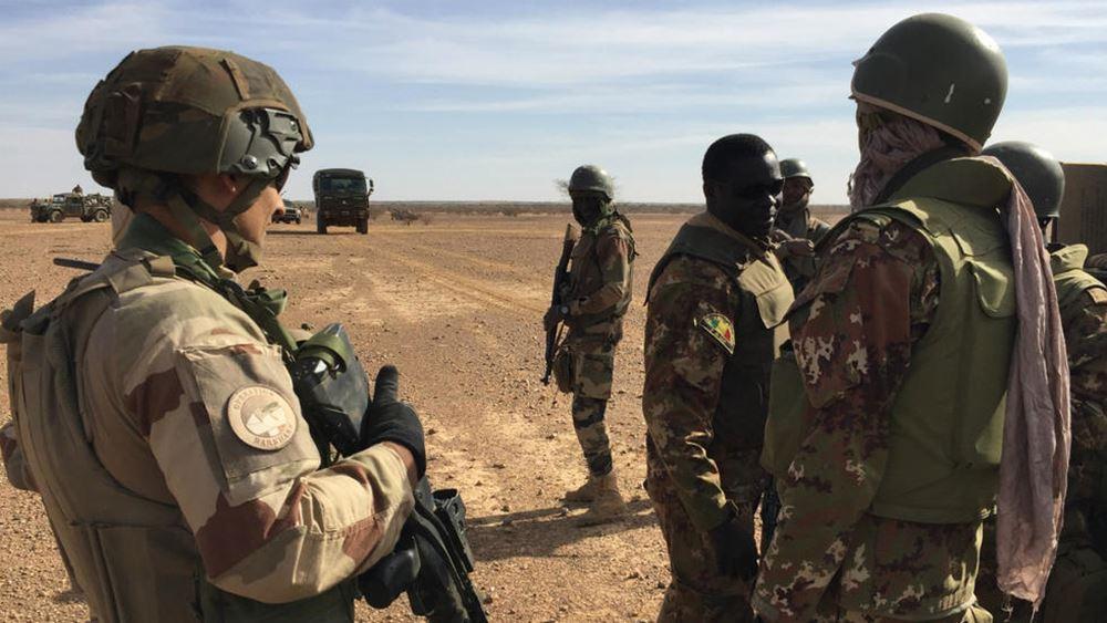 """Μακρόν: Οι γαλλικές στρατιωτικές δυνάμεις σκότωσαν σήμερα 33 """"τρομοκράτες"""" στο Μαλί"""