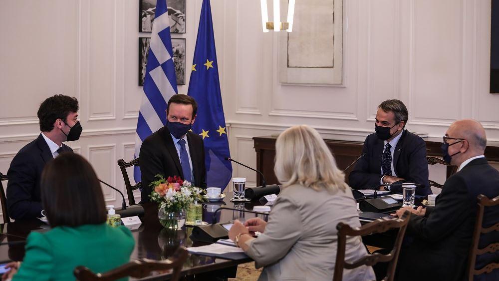 Συνάντηση Μητσοτάκη με τους γερουσιαστές των ΗΠΑ Μέρφι - Όσοφ