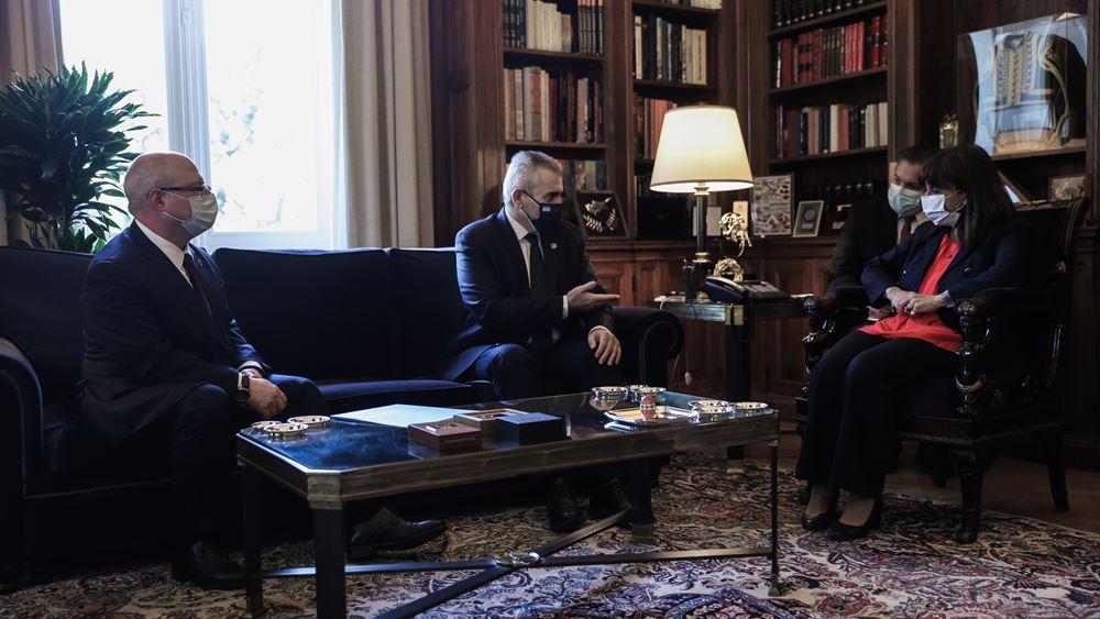 Με εκπροσώπους της διακοινοβουλευτικής συνέλευσης ορθοδοξίας συναντήθηκε η ΠτΔ