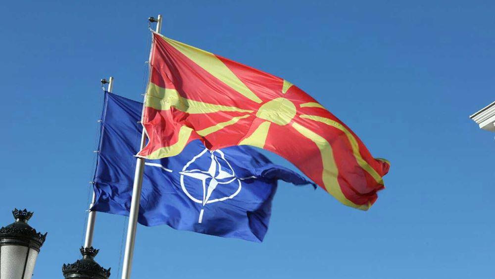 Αμερικανικά και ελληνικά πολεμικά αεροσκάφη πέταξαν πάνω από τα Σκόπια και χαιρέτισαν την ένταξη της Βόρειας Μακεδονίας στο ΝΑΤΟ