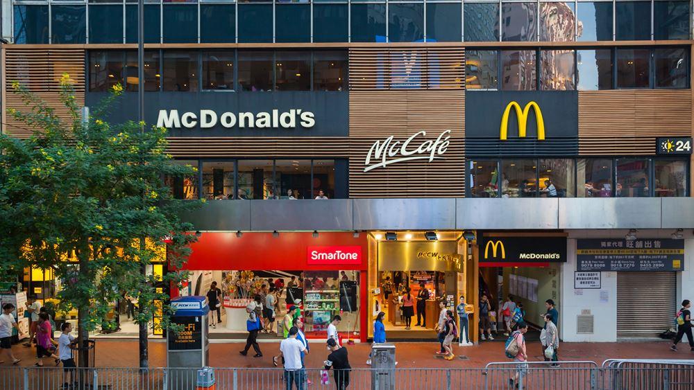 H McDonald's διώχνει τους ταμίες για την αντικατάστασή τους με μηχανήματα -η Walmart τους φέρνει πίσω