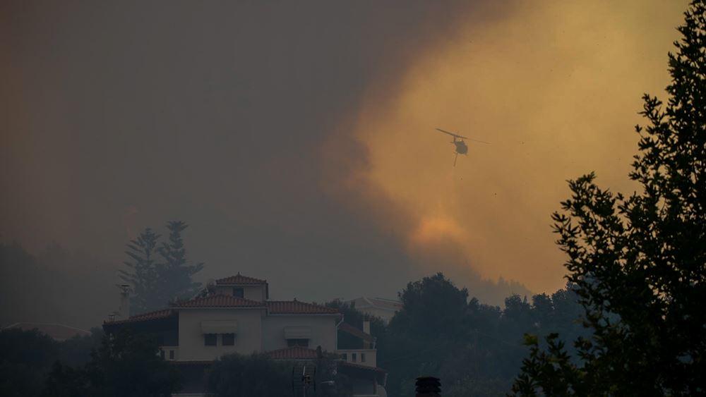 Φωτιά στη Σάμο: Ανεξέλεγκτη η φωτιά - Εκκενώθηκαν σπίτια και ξενοδοχεία στο Κοκκάρι