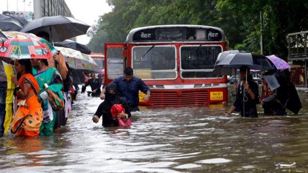 Ινδία: Τουλάχιστον 120 νεκροί από τις σφοδρές βροχοπτώσεις