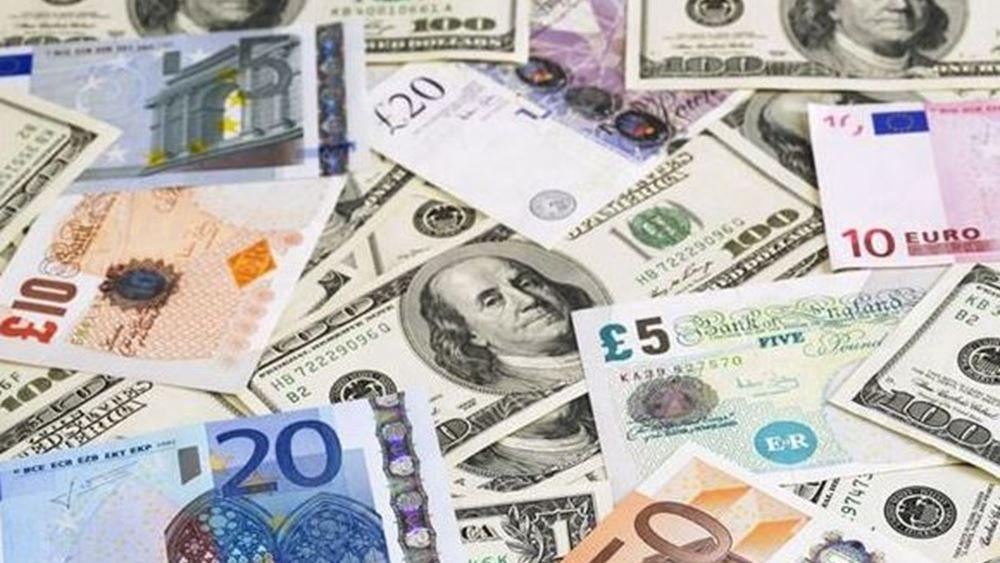 Το ευρώ υποχωρεί 0,36%, στα 1,2086 δολάρια