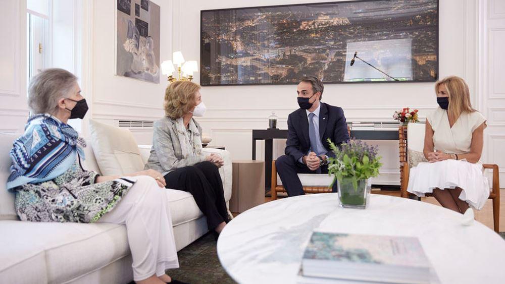 Με τη βασίλισσα της Ισπανίας Σοφία συναντήθηκε ο Πρωθυπουργός στο Μέγαρο Μαξίμου