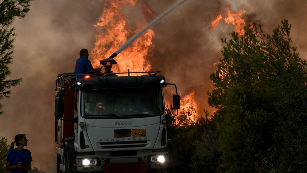 Σπάρτη: Συνεχίζουν να επιχειρούν οι πυροσβεστικές δυνάμεις στις εστίες φωτιάς στην Ανατολική Μάνη