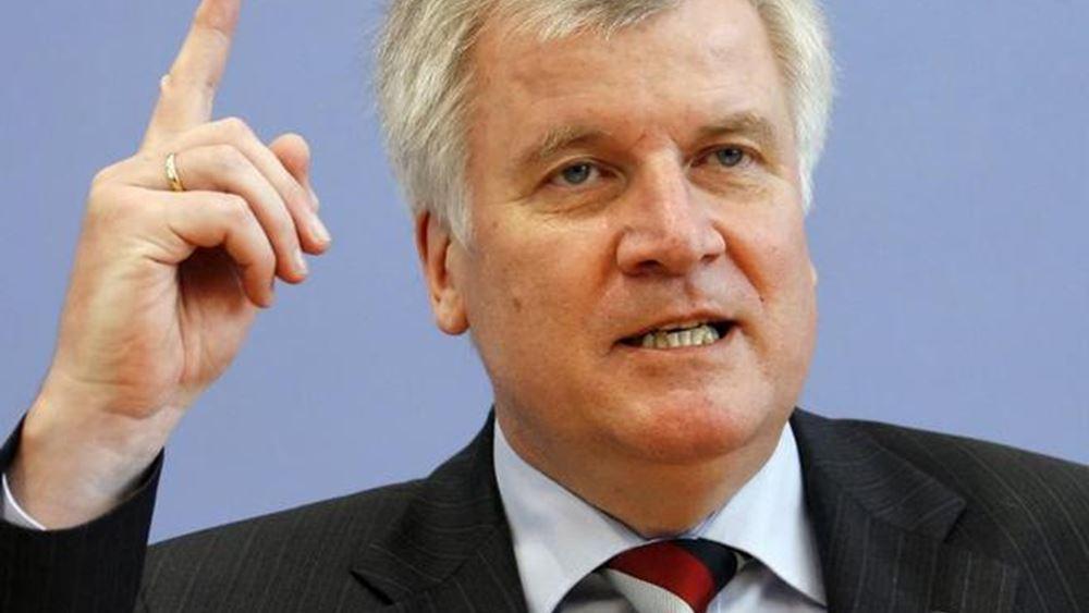 Ζεεχόφερ: Η Γερμανία μπορεί να δέχεται το 25% των μεταναστών που διασώζονται στα ανοιχτά της Ιταλίας