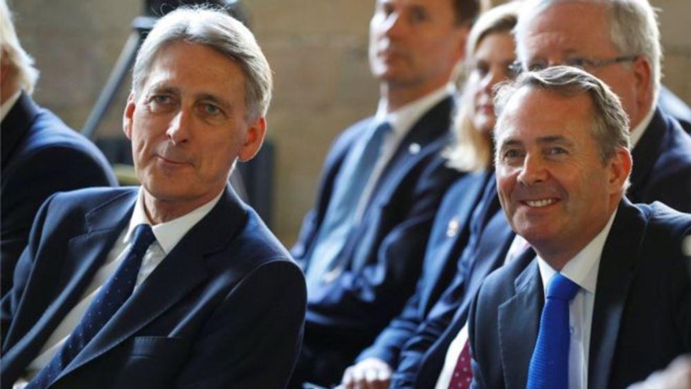 Υπέρ μιας μεταβατικής περιόδου για το Brexit οι Hammond, Fox