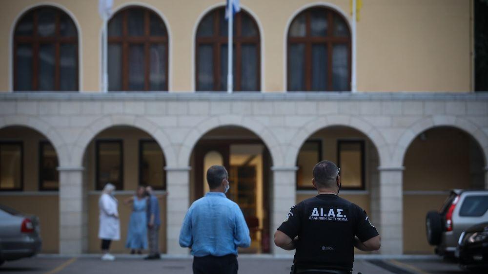 Σοκ στη Μονή Πετράκη: Ιερέας έριξε βιτριόλι σε επτά Μητροπολίτες και έναν αστυνομικό