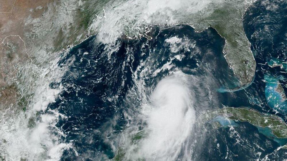 """""""Εξαιρετικά επικίνδυνος"""" ο κυκλώνας Λόρα απειλεί τη Λουιζιάνα και το Τέξας"""