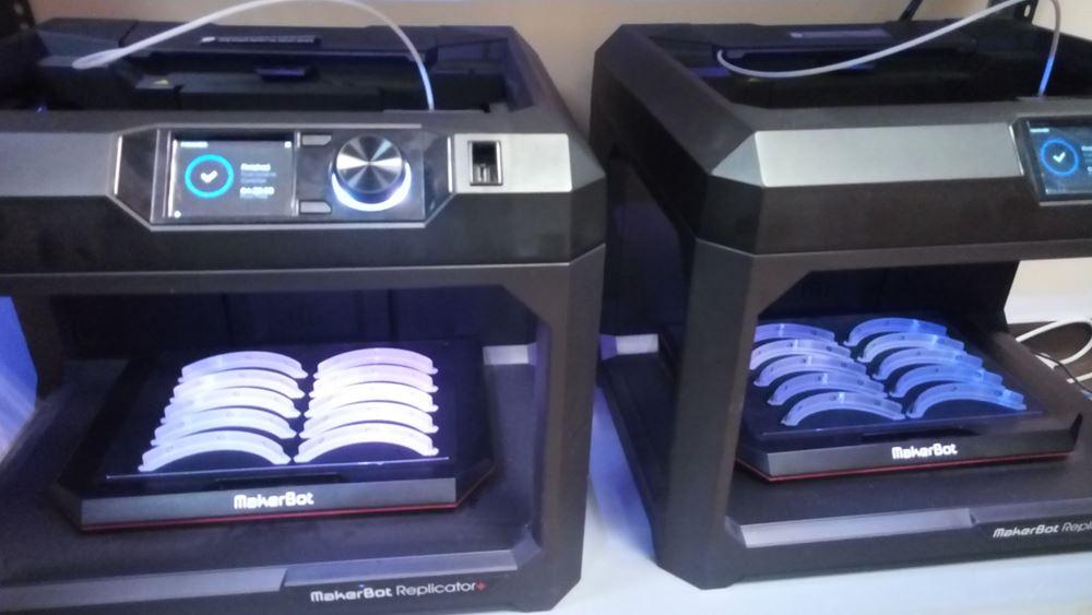 3D προστατευτικές ασπίδες προσώπου στο Εργαστήριο 3D απεικόνισης και εκτύπωσης του Metropolitan Hospital